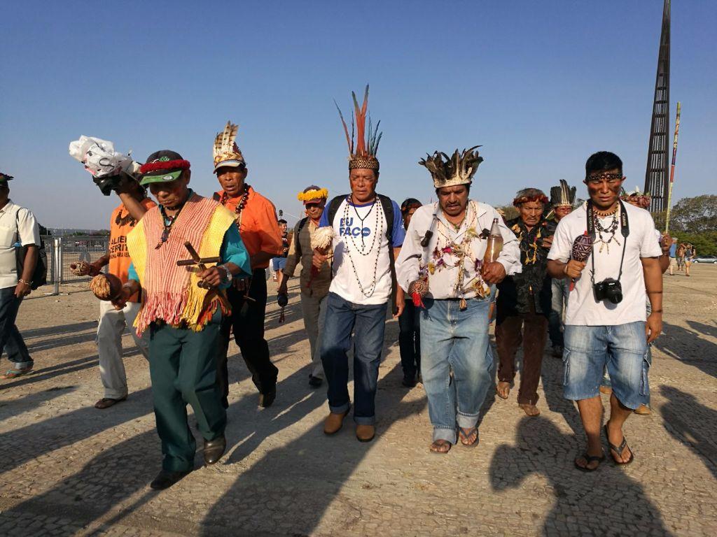 Delegazione-europea-visita-il-popolo-Guarani-Kaiowà-in-Brasile